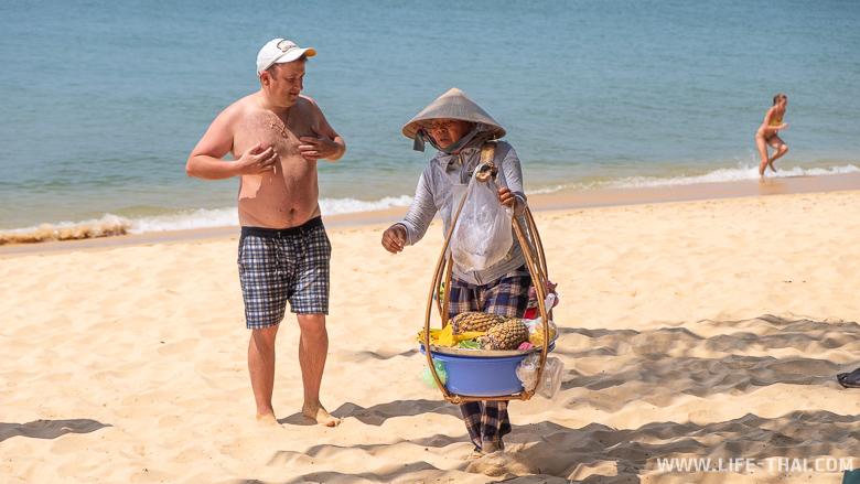 Турист на пляже во Вьетнаме