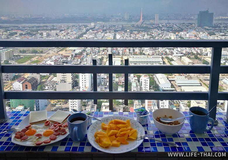 Завтрак на балконе в Дананге