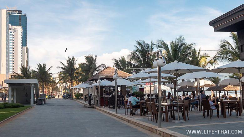 Кафе на Китайском пляже в Дананге
