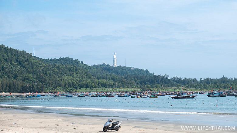 Пляж в Дананге около полуострова Сон Тра