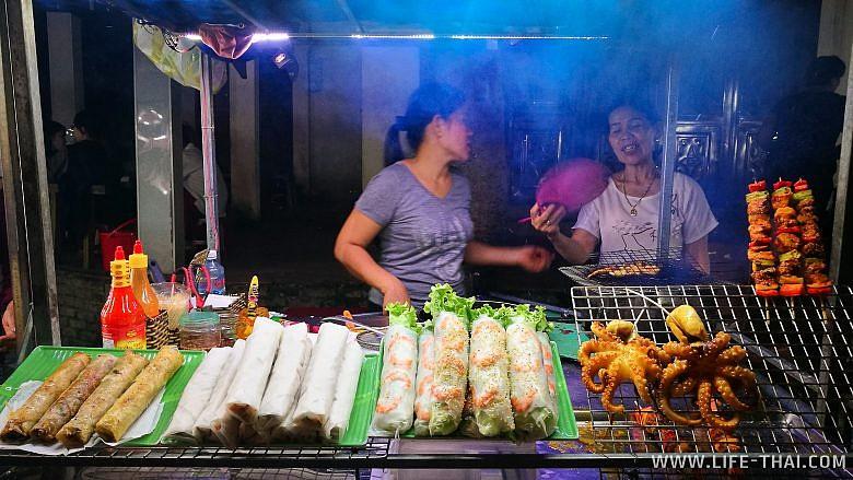Еда в Хойане на ночном рынке