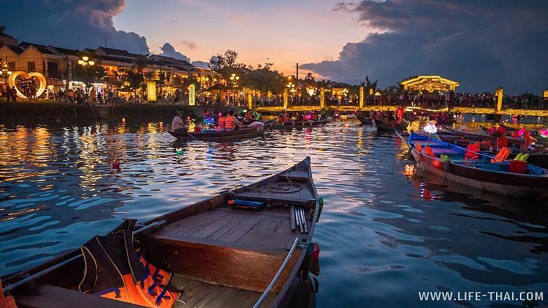 Развлечение в Хойане - прогулка на лодке по каналам