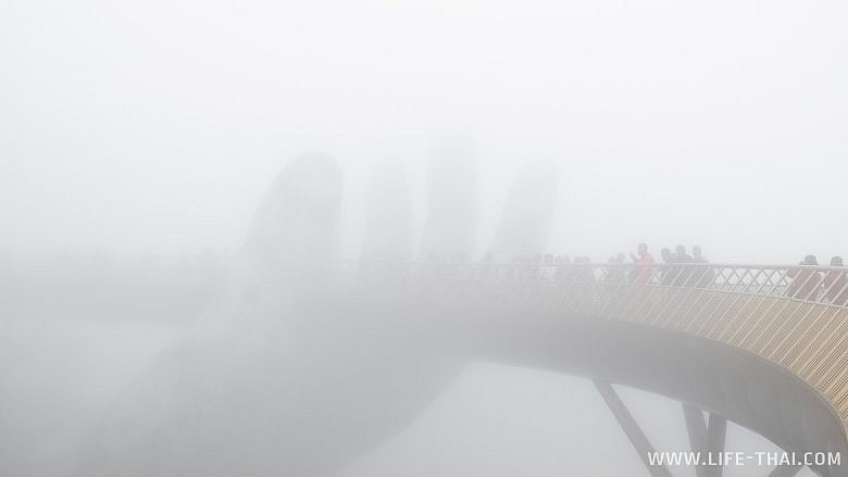 Золотой мост в тумане