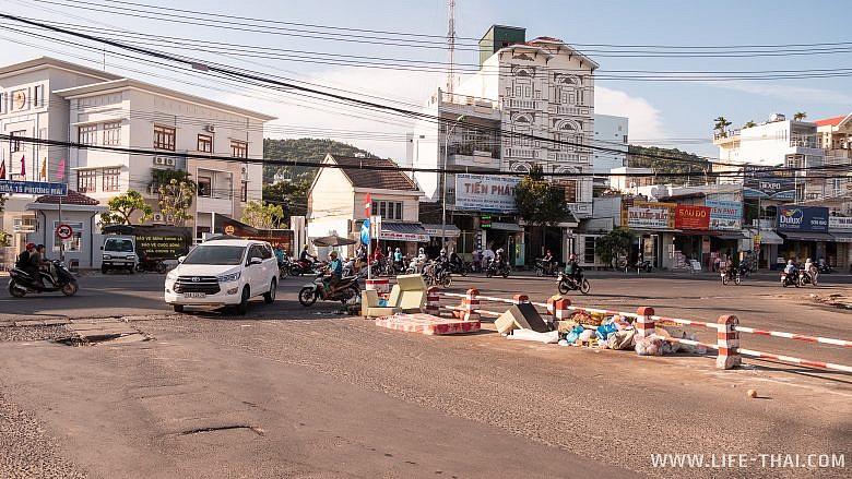 Свалка посреди улицы, Нячанг