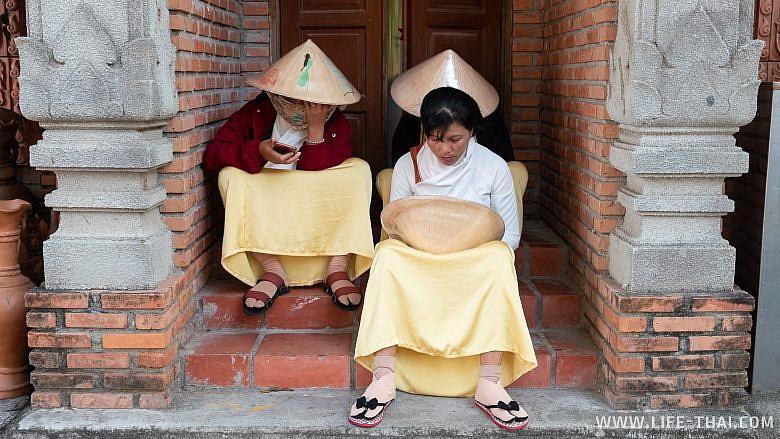 Вьетнамки в телефонах