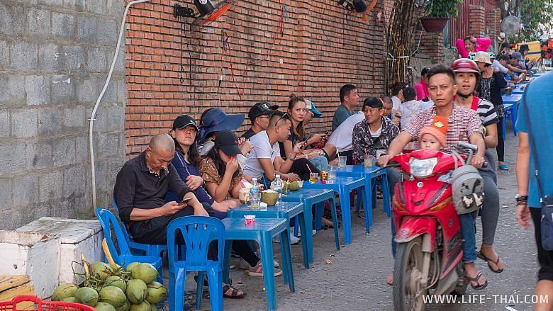Уличная кафешка в Нячанге