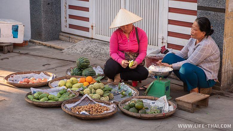 Рынок на асфальте, Нячанг, Вьетнам