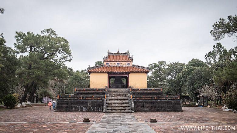 Императорские усыпальницы в Хюэ, Вьетнам