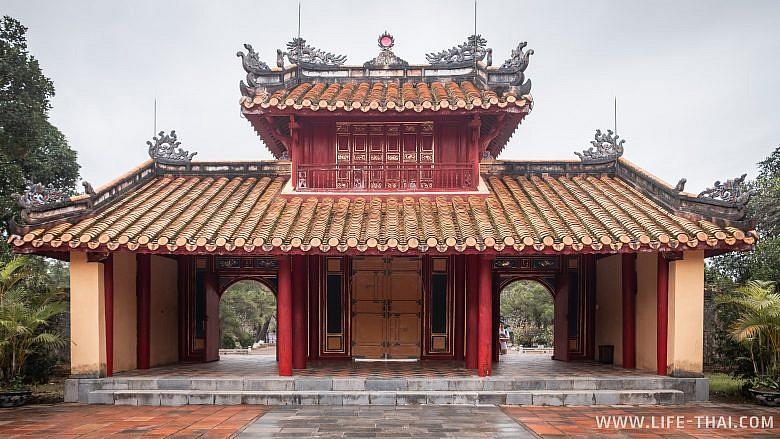 Усыпальница Минь Манга в Хюэ
