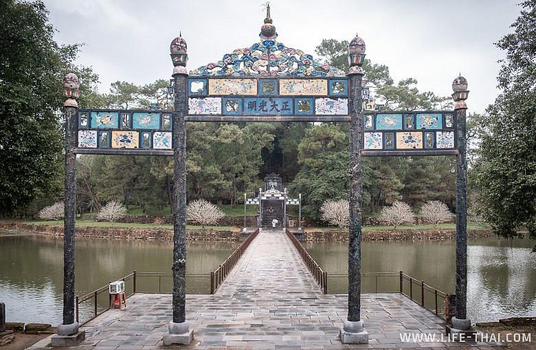 Императорская гробница Минь Манга, Вьетнам