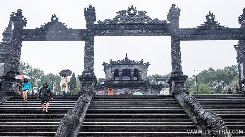 Императорская гробница Кхай Диня в Хюэ, Вьетнам