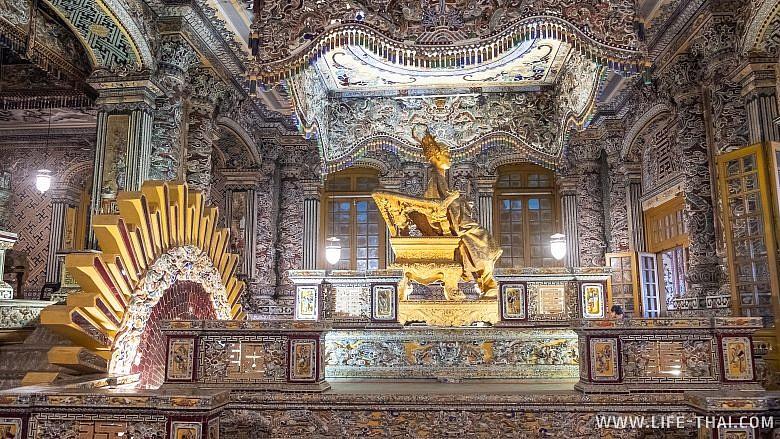 Императорская усыпальница внутри, Хюэ