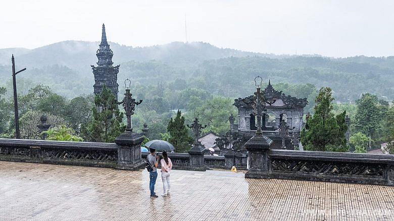 Гробницы для императоров в Хюэ