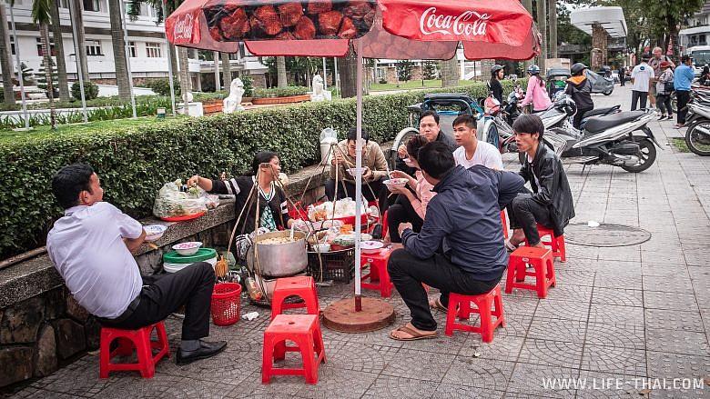 Уличное кафе в Хюэ