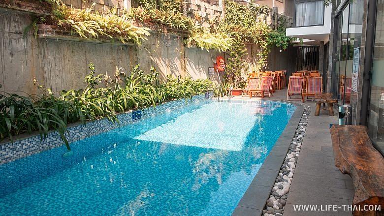 Бассейн в отеле Gaia hotel на острове Фукуок