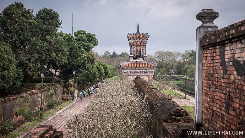 Стена вокруг Цитадели в Хюэ