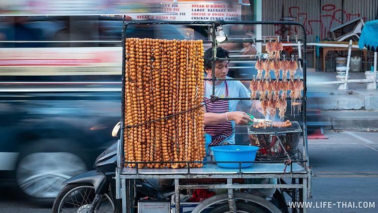 Уличный торговец в Паттайе