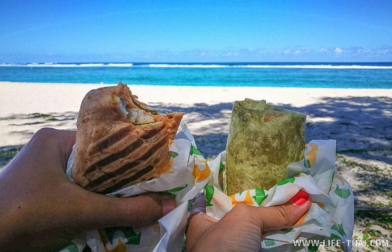 Прощальный обед на Маврикии на берегу океана