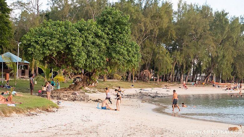 Общественная часть пляжа Блю Бей
