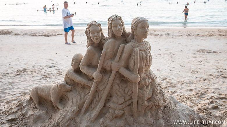 Песочные скульптуры на пляже Перебер