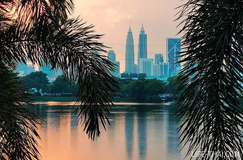 Закат в Куала Лумпуре с видом на башни Петронас