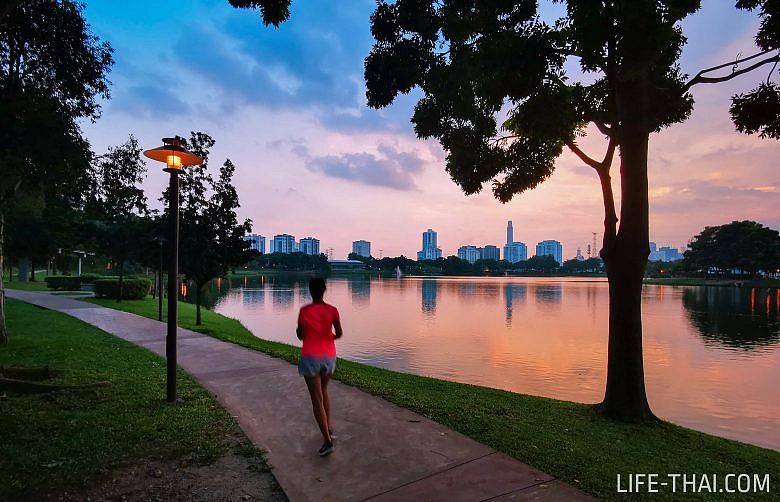 Бегаю в одном из парков Куала Лумпура