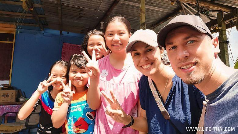 Селфи с лабуанскими девчонками