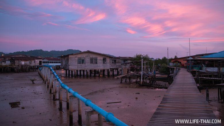 Кампонг-Айер - деревня на сваях в Брунее
