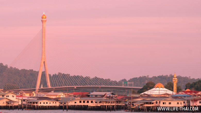 Мост в столице Брунея Бандар-Сери-Бегаван
