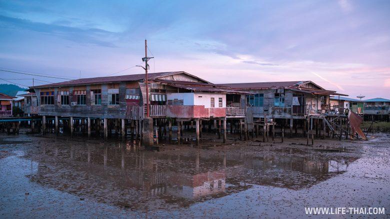 Деревня на сваях в столице Брунея
