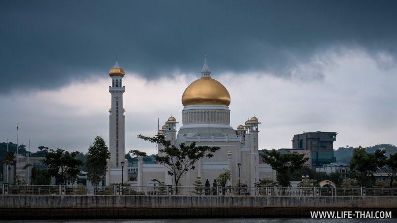 Начало речной экскурсии в Брунее