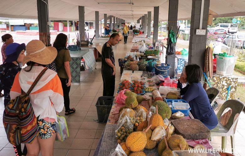 Рынок в Тембуронге