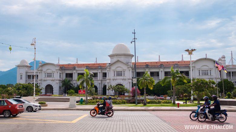 Жд вокзал в Ипохе - одна из достопримечательностей города