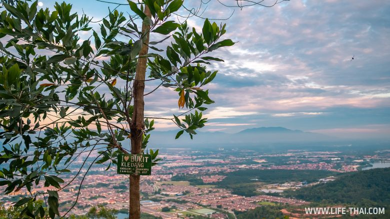Ипох на закате с холма Bukit Kledang