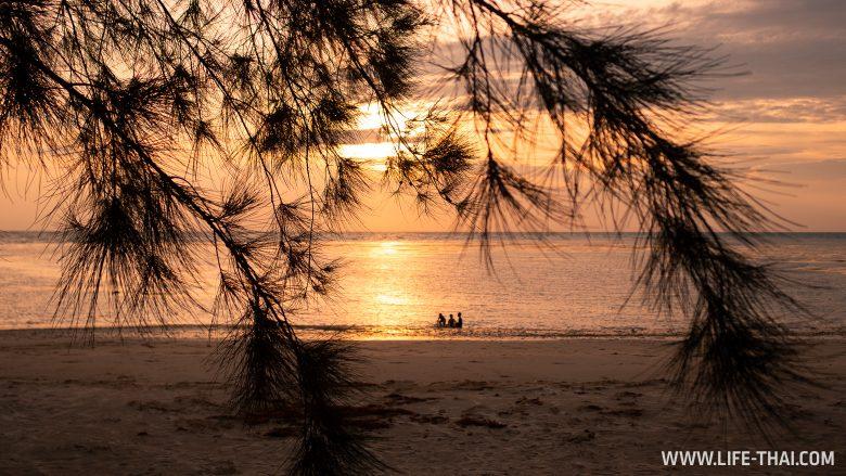 Закат на Лабуане на пляже Объединенных наций