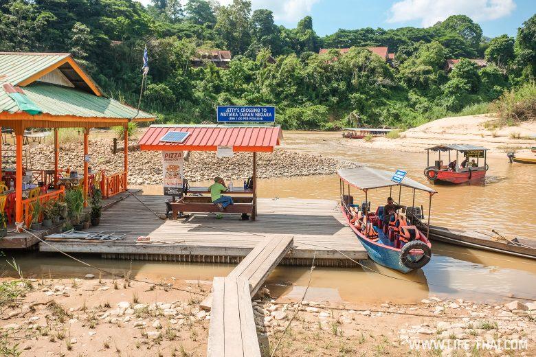 Лодка в Таман Негару, Паханг