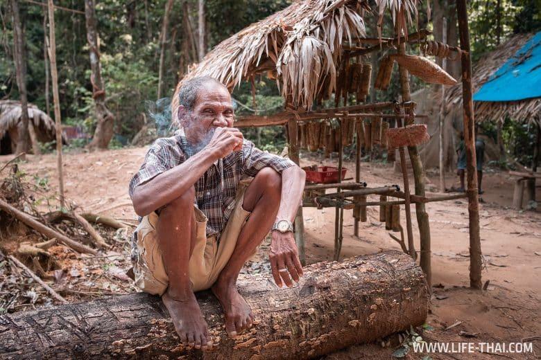 Деревня Оранг Асли в Таман Негаре, Малайзия
