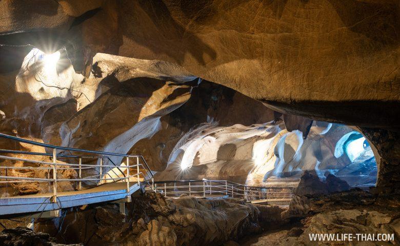 Пещера Gua Tempurung рядом с Ипохом