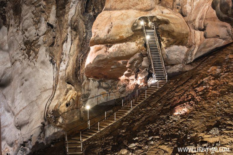Пещера Гуа Темпурунг в Пераке (Ипох), Малайзия