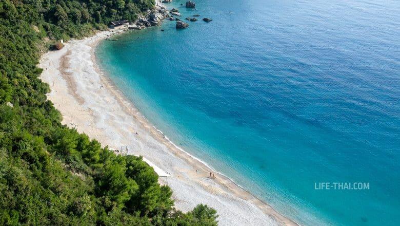 Яз - песчаный пляж рядом с курортом Будва