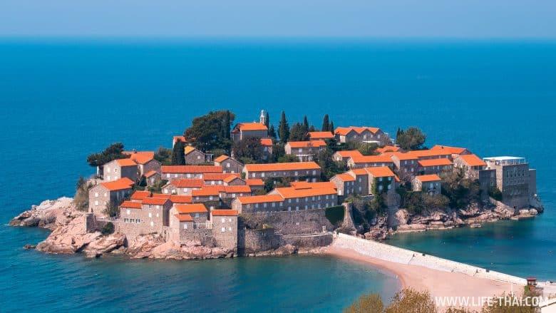 Вид на остров Свети-Стефан со смотровой