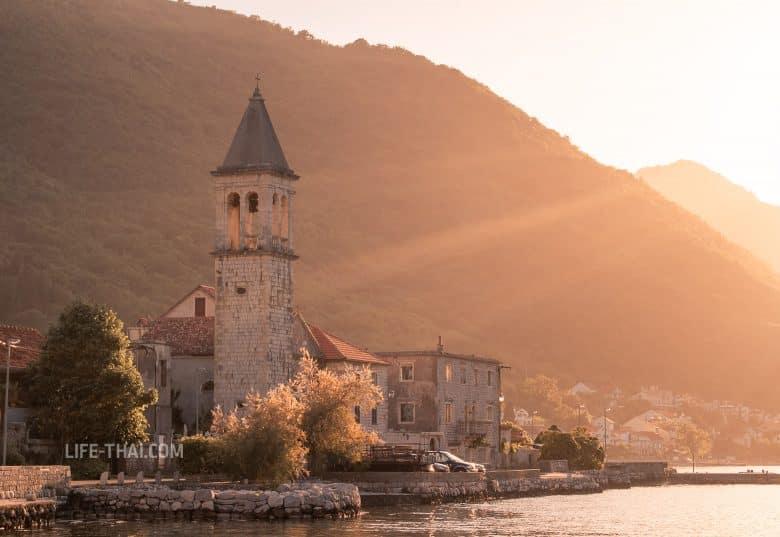 Столив в Черногории на закате
