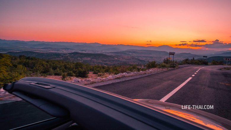 Снимаю закат из кабриолета в Черногории на ходу