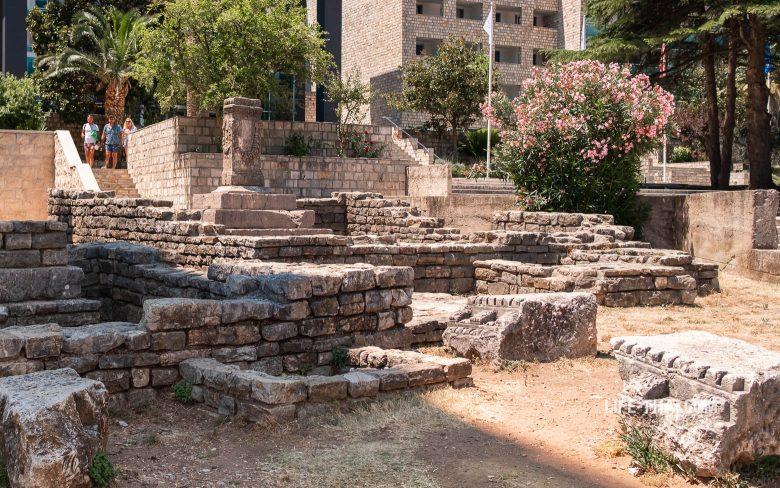 Античный некрополь - одна из достопримечательностей Будвы