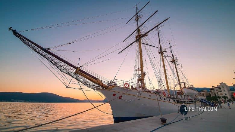 Корабль Ядран - достопримечательность Тивата