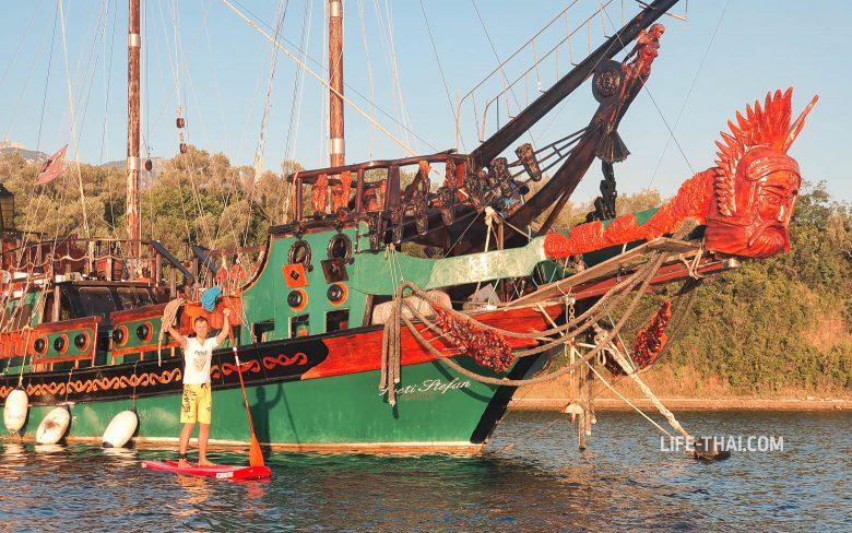Что посмотреть рядом с Тиватом - деревянный корабль