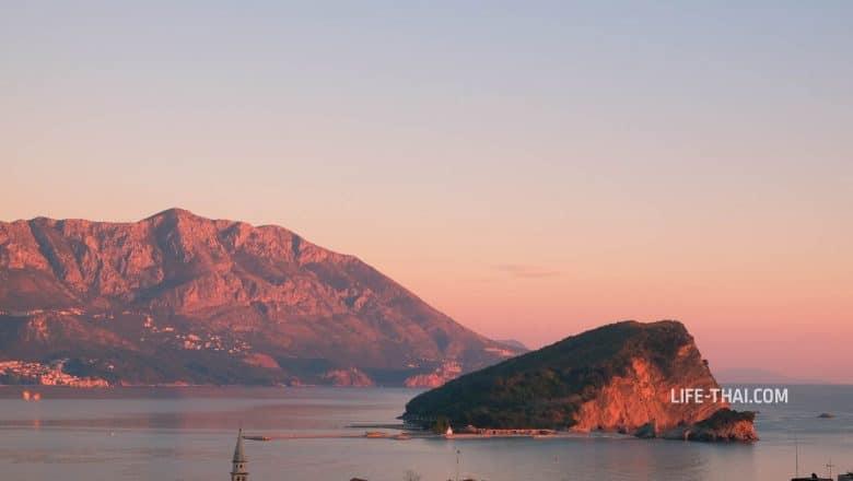 Остров Св.Николая - одна из достопримечательностей Будвы