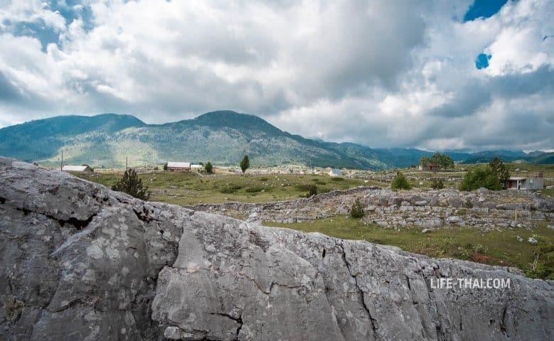 Так выглядит Корита с тропы к Грло Соколово