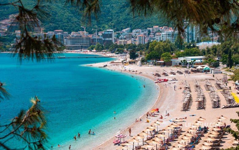 Отдых в Черногории в июле - это забитые пляжи и жара