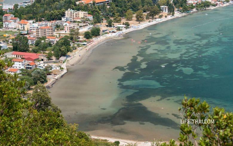 Море на черногорском курорте Игало